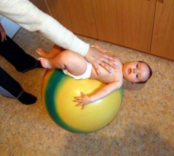 Упражнения на фитболе для детей: веселая гимнастика и массаж с мячом для грудничков