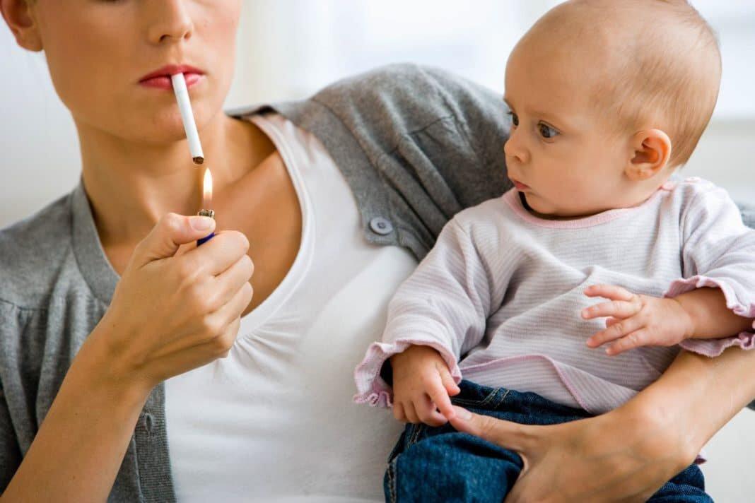 Курение при грудном вскармливании: последствия и советы как бросить