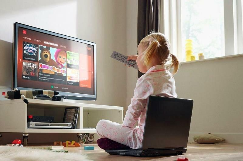 Включать ли детям телевизор?