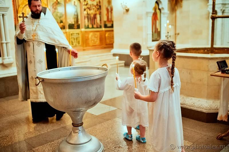 Крещение ребенка: что нужно знать и купить перед таинством
