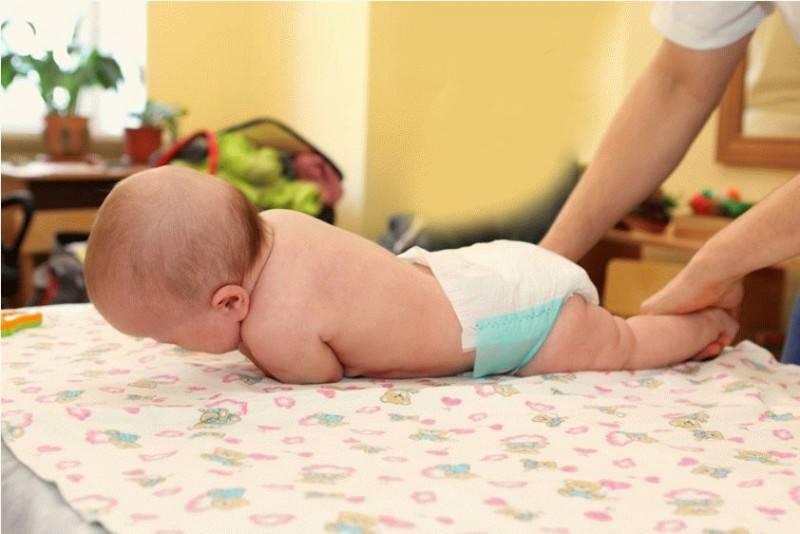 Когда нужно выкладывать новорожденного на живот до или после кормления