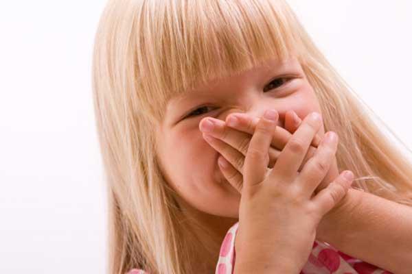 Запах ацетона изо рта у ребенка: причины, симптом болезни, как устранить