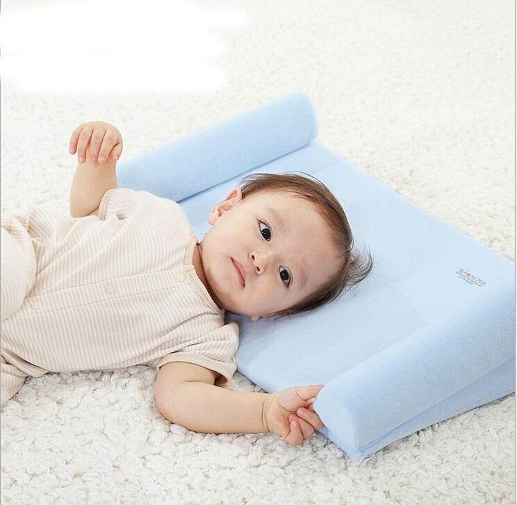 Первая подушка для ребенка: когда покупать, как выбрать