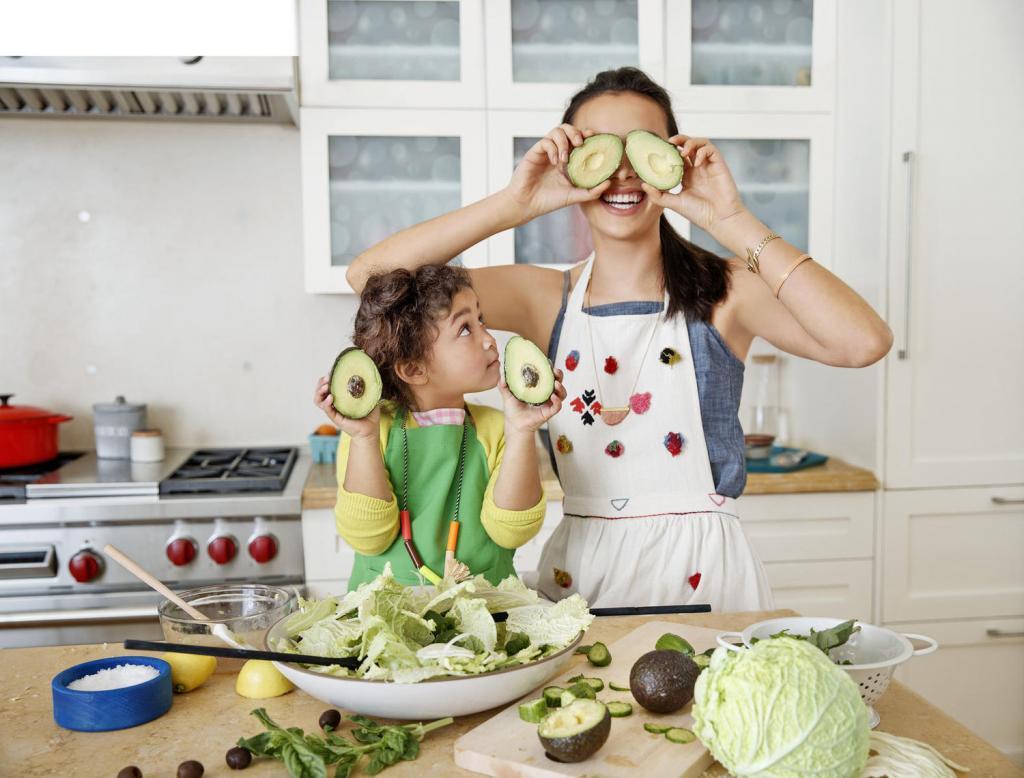 Дети на кухне. играем или учим готовить?