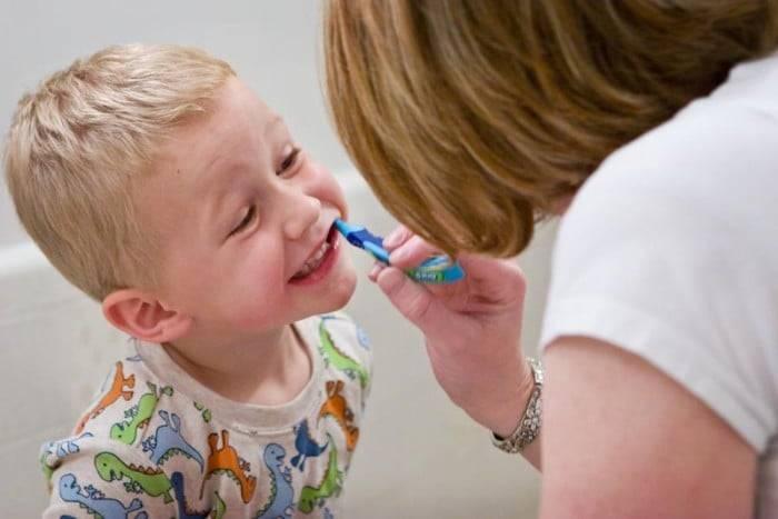 С какого возраста детям можно чистить зубки?