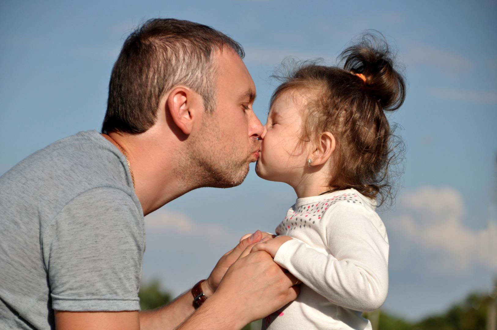 Как показать ребенку свою любовь