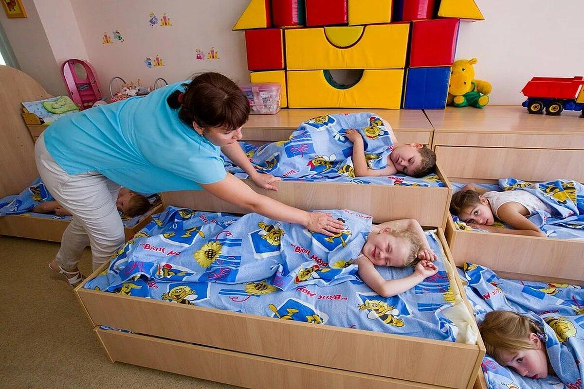 Видео от супер мамочек: как быстро собрать ребенка в садик
