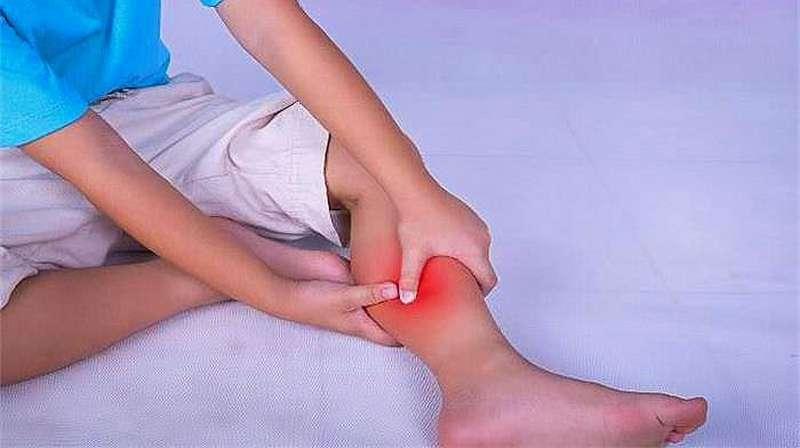 Если ребенок жалуется на боли в ногах без видимых причин: симптомы и лечение, что делать - все о суставах