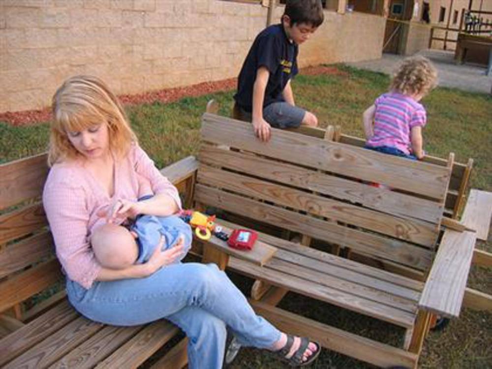 Гв в общественных местах: особенности кормления вне дома