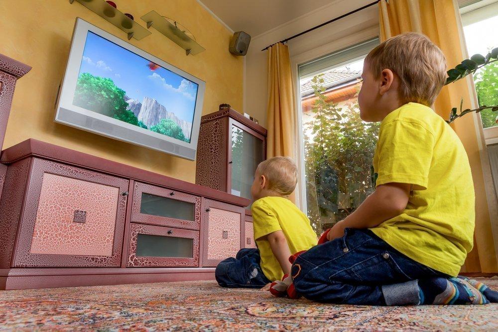 Можно ли новорожденному смотреть телевизор: советы доктора