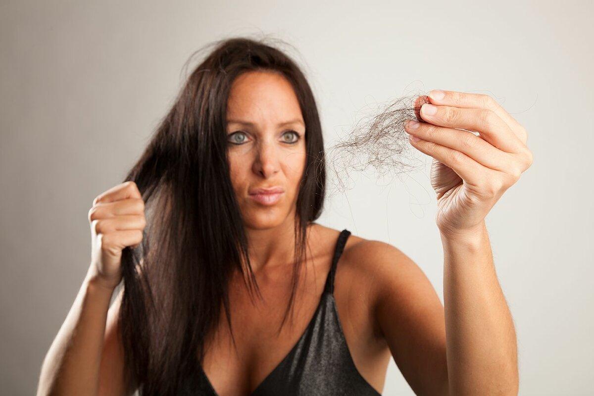 Выпадают волосы после родов: есть ли повод для паники