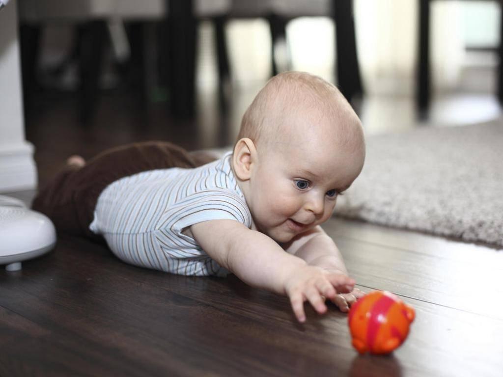 Развитие малыша в 3 месяца: узнай, что должен уметь ребенок