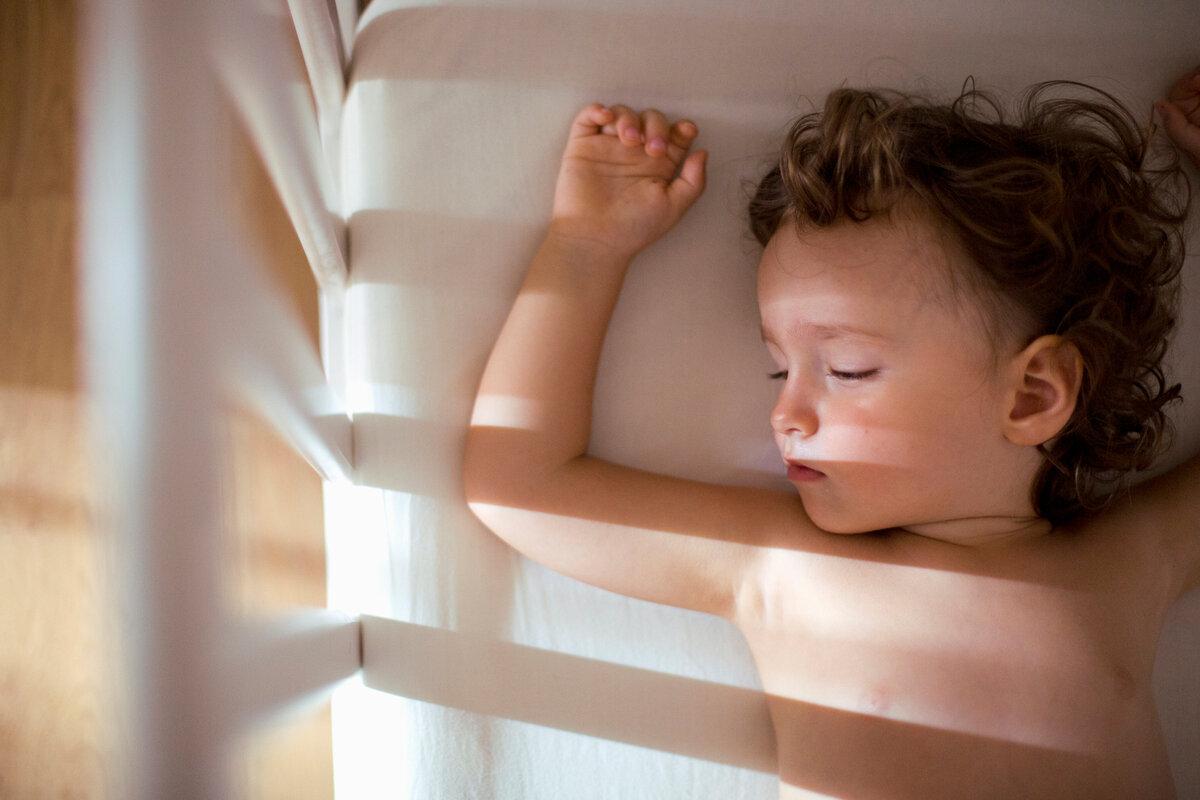 Как быстро уложить ребенка спать | уроки для мам