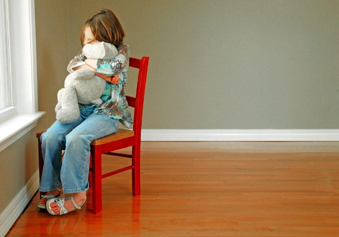 Если ребенок ни с кем не дружит: борьба с детским одиночеством