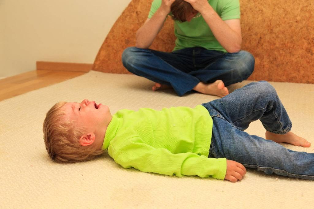 Ребенок бьется головой - здоровье малыша и все что с ним связано - страна мам