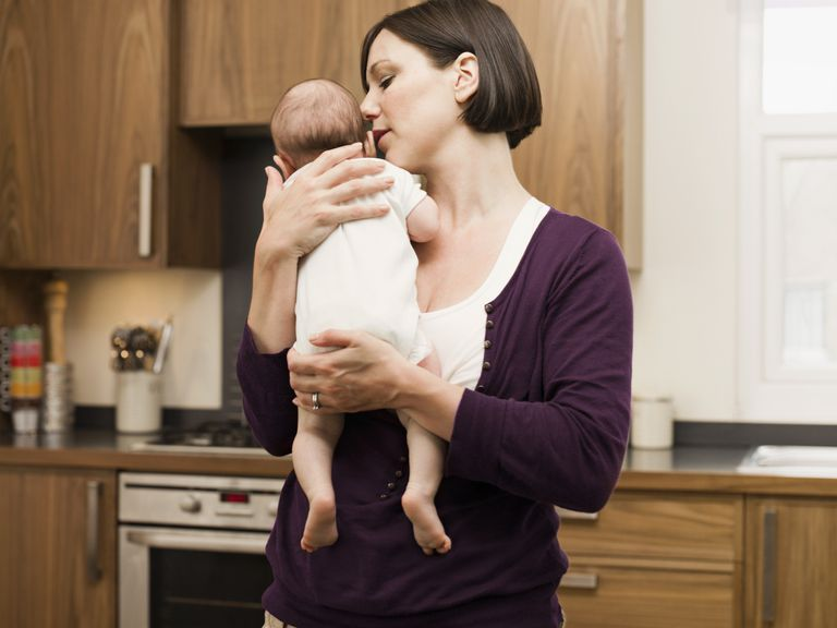 Как ребенка держать столбиком после кормления?
