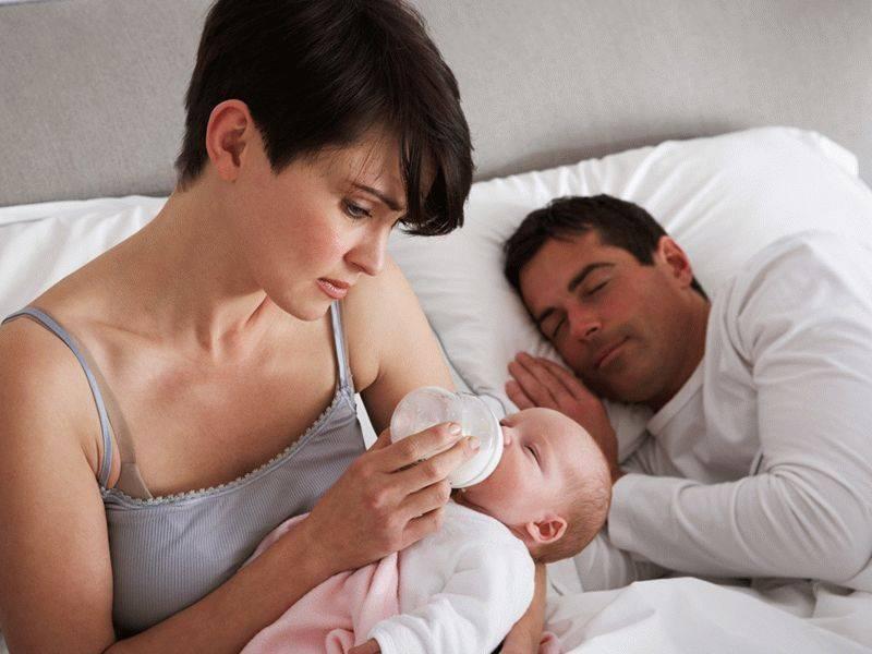 Послеродовая депрессия у мам и отцов: как лечить и нужно ли
