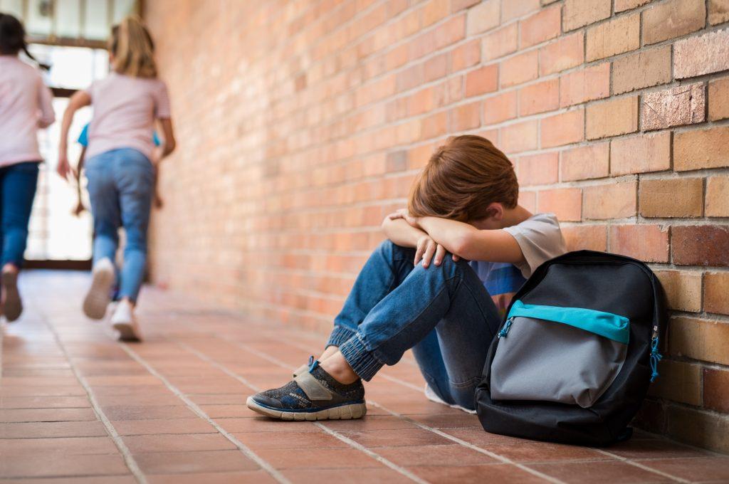 Школьный буллинг: 4 совета, что делать ребенку, если его травят в школе