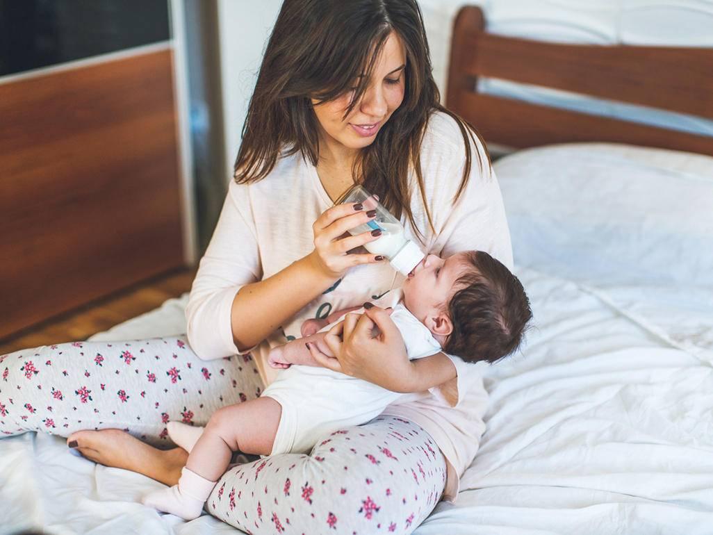 Нужно ли будить новорождённого для кормления   уроки для мам