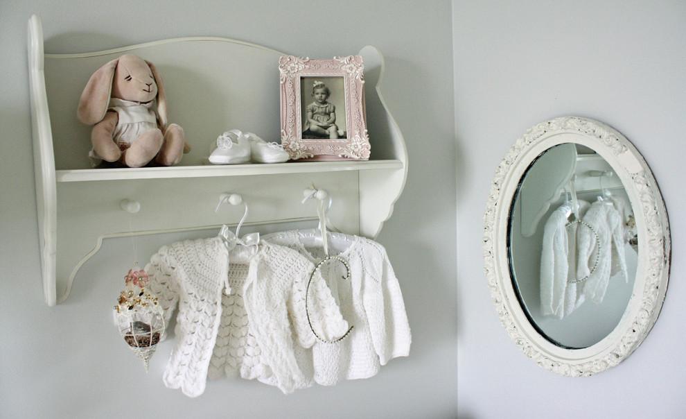 Можно ли ставить кровать напротив зеркала: суеверия, народные приметы и их толкование