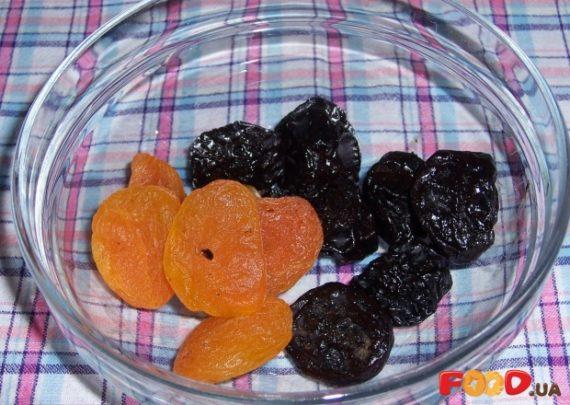 Можно ли  кормящей  маме чернослив: польза или вред от сухофрукта