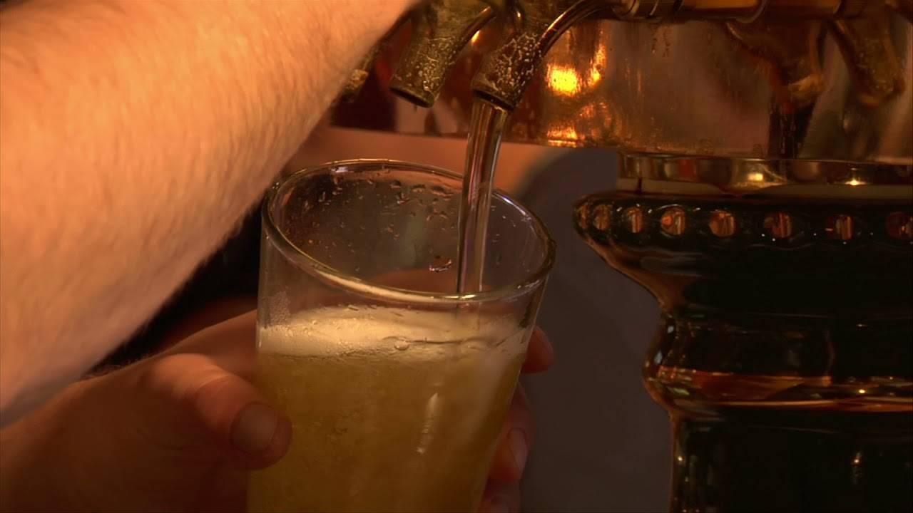 Шампанское при грудном вскармливании (гв): можно ли выпить бокал кормящей маме