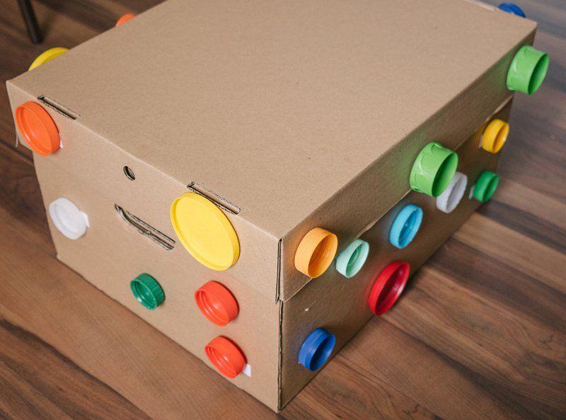 Рис, коробка и фантазия: 6 идей для развивающих игр
