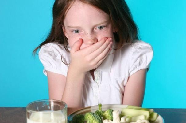 Как помочь ребенку в случае сильного кашля, провоцирующего рвоту?