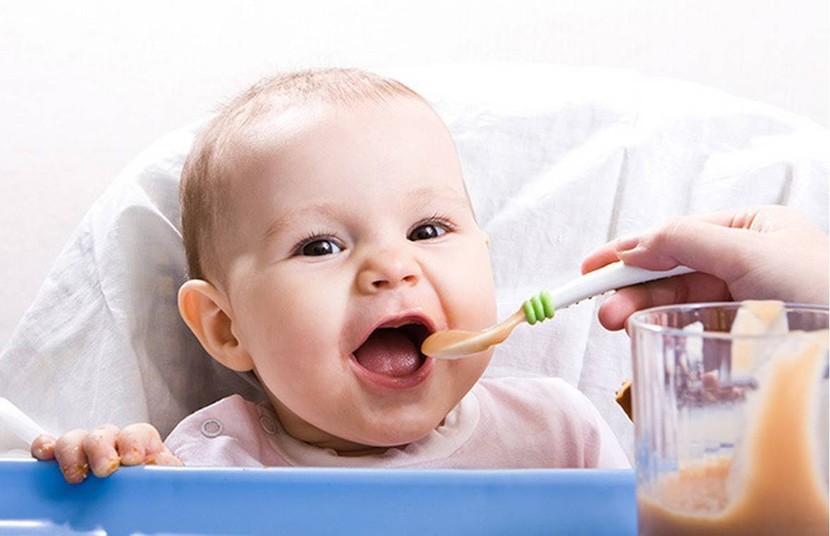 Введение первого прикорма: 7 cекретов для мамы