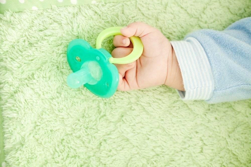 Как приучить ребенка к соске-пустышке: стоит ли приучать, советы и хитрости