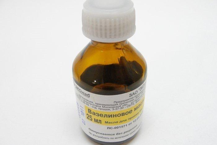 Применение вазелинового масла для новорожденных