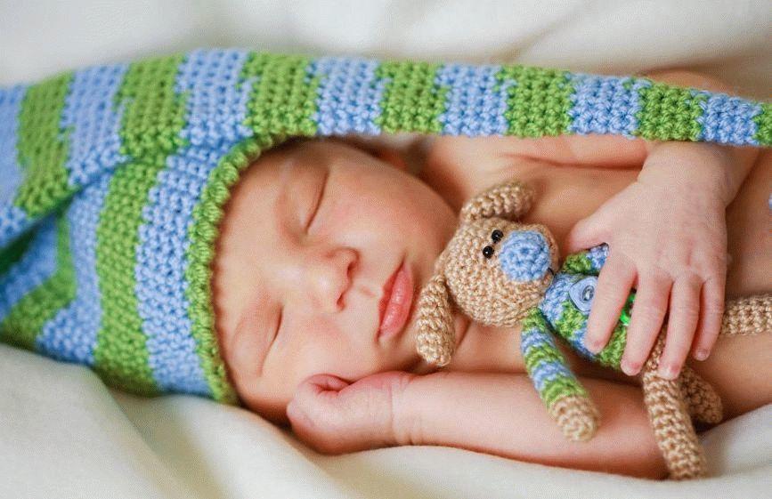 Как разбудить новорожденного для кормления ночью