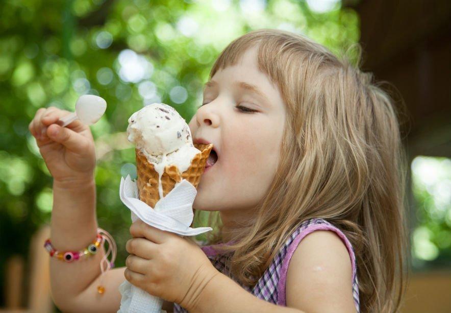 Выбираем полезные сладости для детей: что можно а что нет?