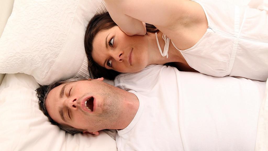 Почему ребенок храпит во сне хотя соплей нет?