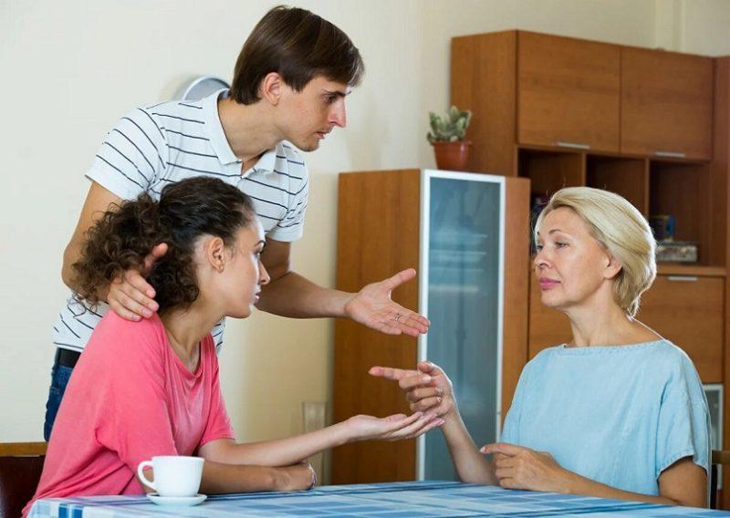 Как наладить отношения со свекровью если они уже испорчены