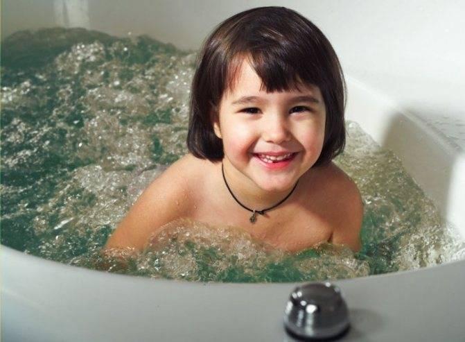Можно ли купать ребенка при кашле и насморке без температуры, комаровский
