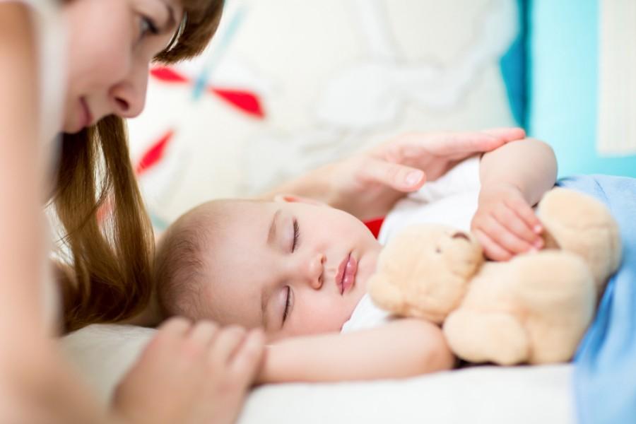 Как уложить ребенка спать без грудного кормления и укачивания