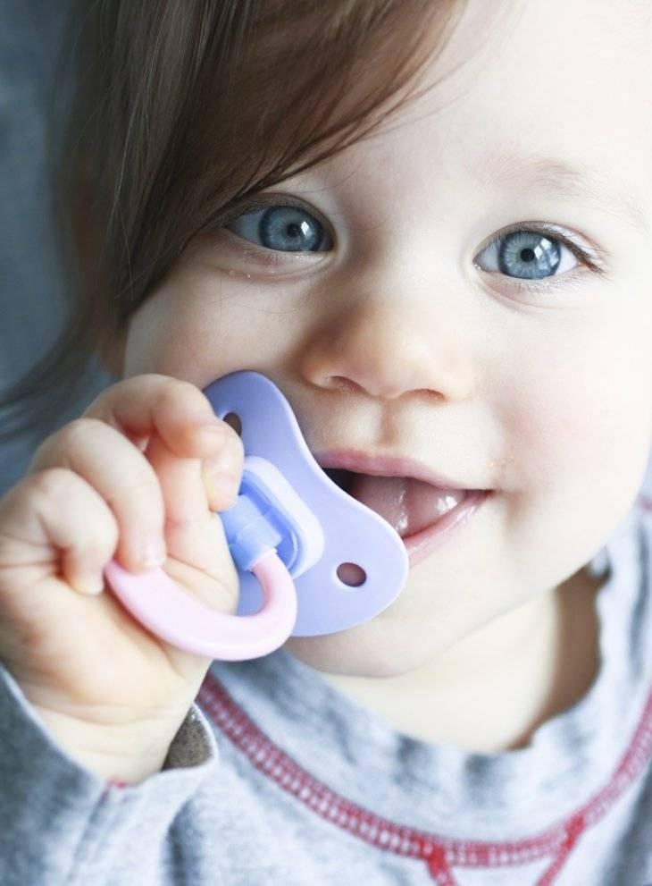 Вредные привычки или как отучить своего ребенка сосать палец