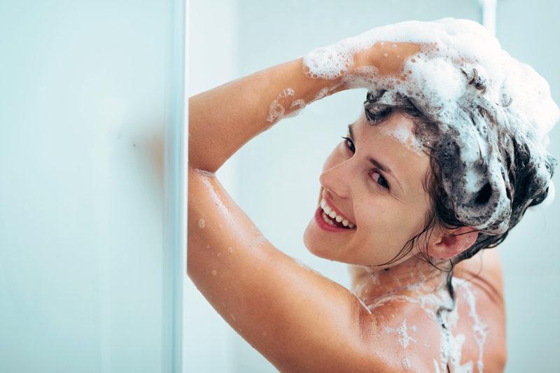 Чем и как мыть голову ребенку: 7 простых советов