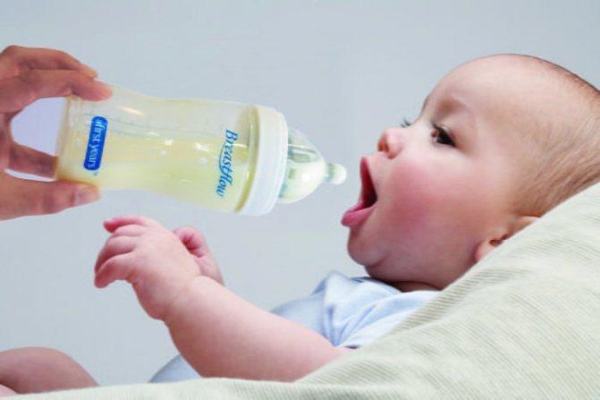 """Переходим на """"взрослое"""" питание – как отучить ребенка от смеси"""