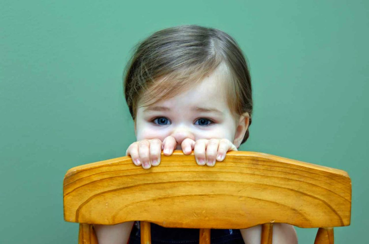 Что делать если ребенок очень стеснительный? как помочь застенчивому сыну или дочери?