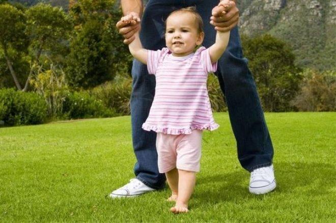 Как научить малыша самостоятельно ходить
