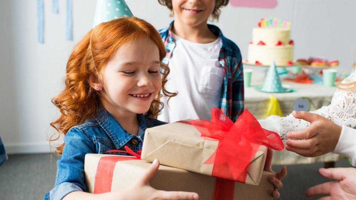 Как интересно подарить ребенку подарок на новый год советы идеи и сценарии каталог статей