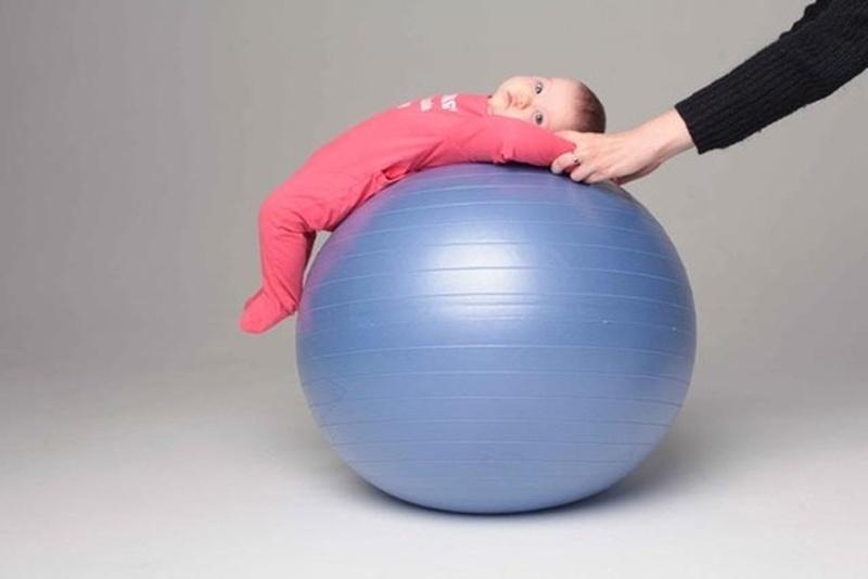 10 лучших упражнений на фитболе для грудничков |