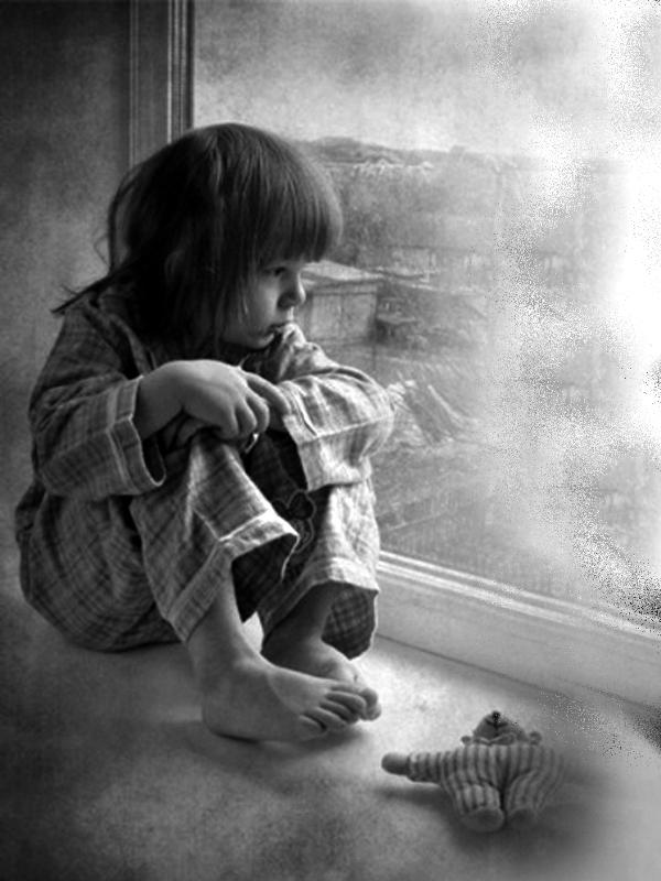 Ребенок постоянно плачет: почему нельзя бросать его в одиночестве?