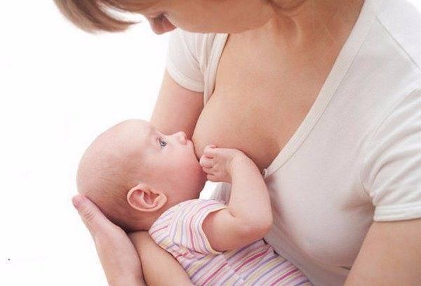 Почему ребенок не наедается грудным молоком (как понять что не наедается, признаки, причины и что делать)