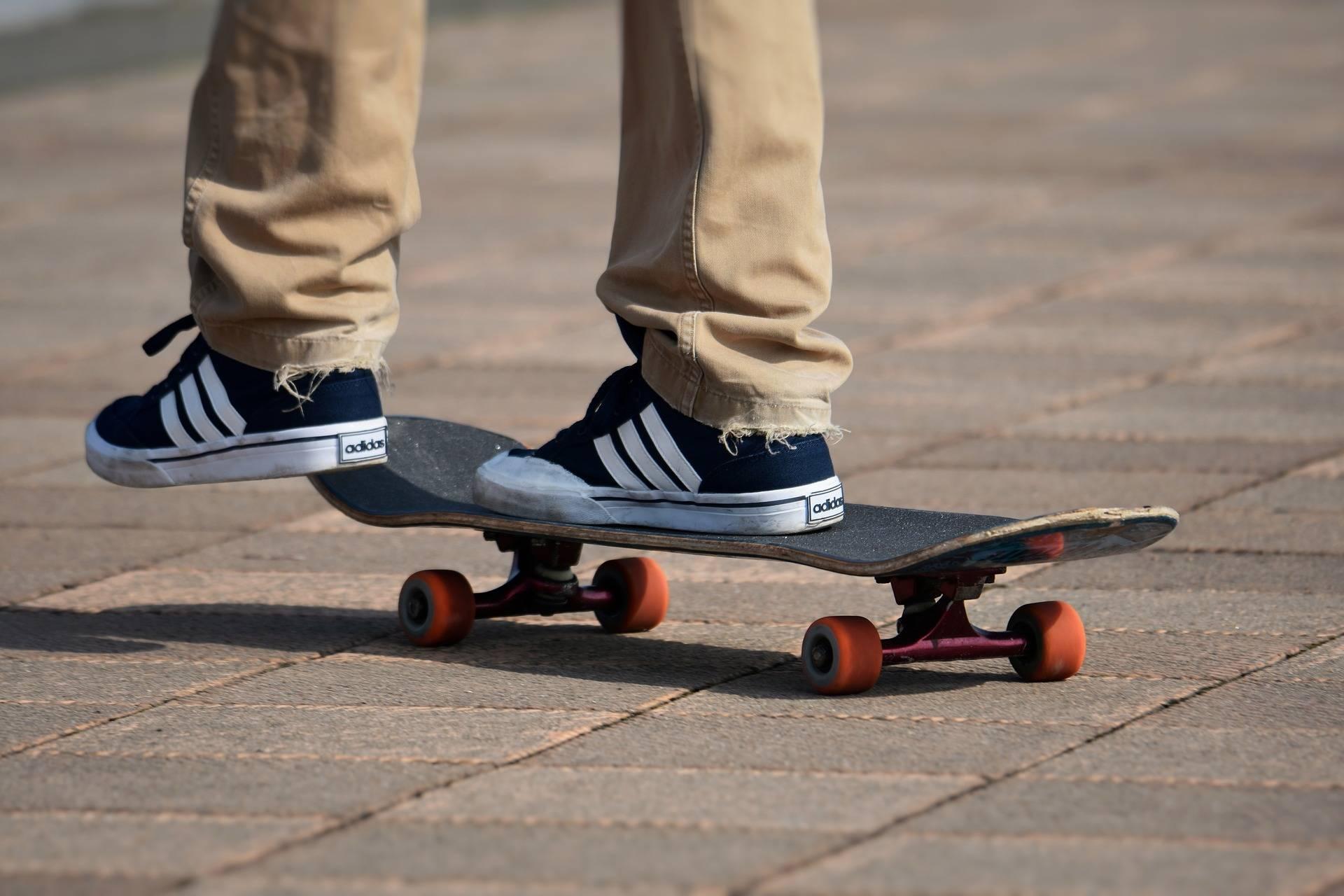 Как выбрать скейтборд для детей: уроки для начинающих, легкие трюки