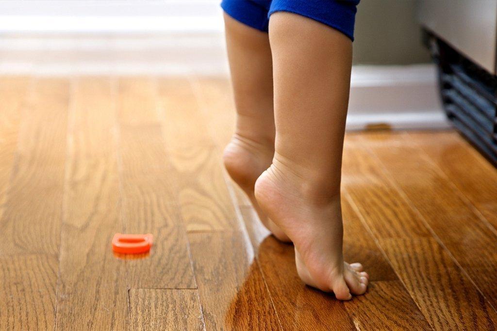Ребенок ходит на носочках, причины? | уроки для мам
