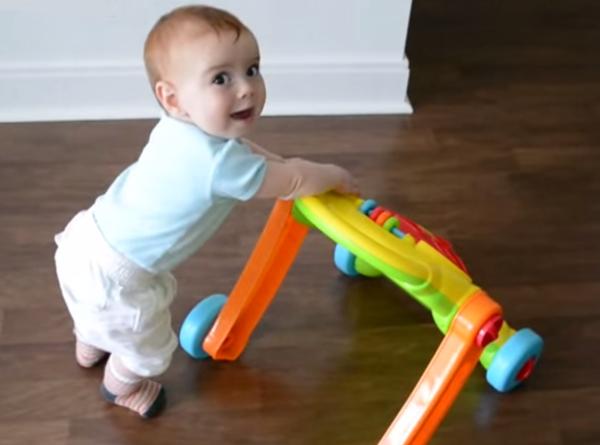 Первые шаги очень нелегки: как родителям научить своего ребенка ходить