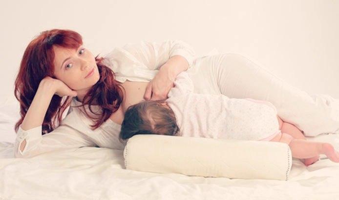 Позы для кормления: правильные позиции новорожденного / mama66.ru